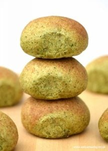 delicious-and-healthy-oat-and-spinach-homemade-bread-rolls-recipe-from-eats-amazing-uk
